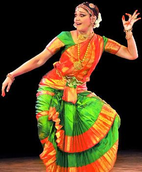 bharatanatyam hair style 26 best images about bharatanatyam dresses on 8134 | 8a878f2732f6cd0fc096053a7a061d81