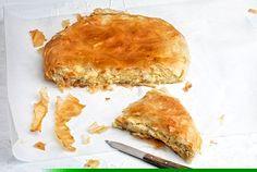 Είναι κοινό μυστικό ότι λατρεύω τις πίτες. Φτιάξτε την αναποδογυριστή τυρόπιτα για πλήρη απόλαυση. Είναι τέλεια, τραγανή, φυλλώδης, με πλούσια γέμιση τυριού.