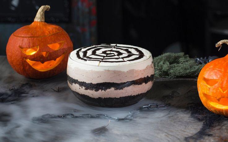 En enkel dessert med Oreo-kjeks for sjokoladekrem-elskere! Perfekt til Halloween, spesielt om du skal servere noe søtt til mange.