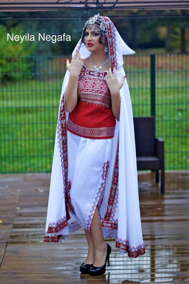 Tenue algo-kabyle moderne
