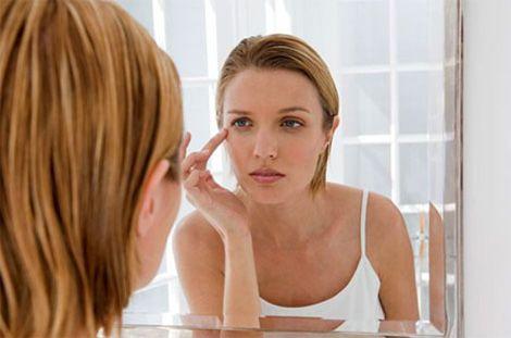 Quầng thâm mắt khiến khuôn mặt bạn trông thiếu sức sống và mất đi nét quyến rũ. Cách trị thâm mắt, cách trị thâm mắt hiệu quả rất đơn giản và hữu hiệu...