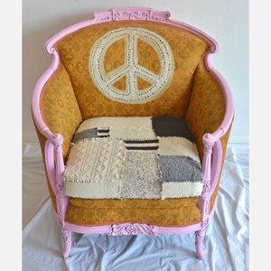 Peace Love Chair :) Soooooooooo cool ! Inspiring :)