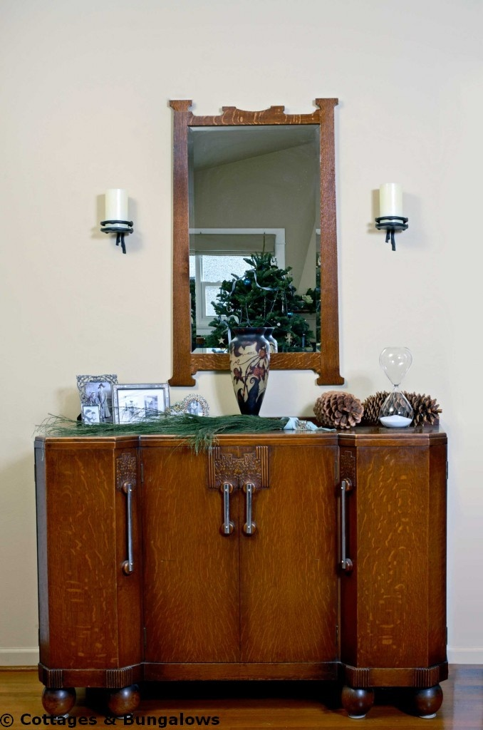 This Art Deco bar/buffet fits beautifully into this 1920s home.