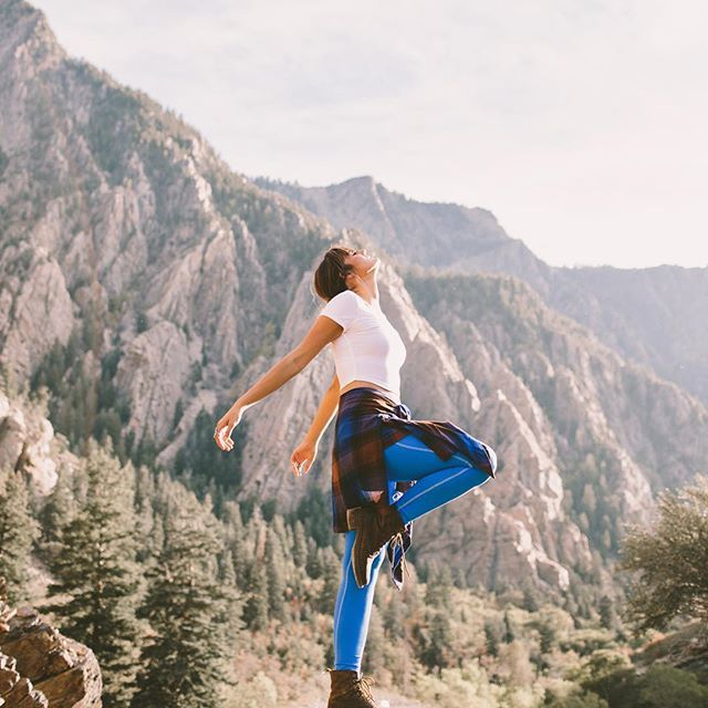that moment you're on top of the world. @tezzamb @jessicajanae {COBALT go long leggings}. #iamalbionfit