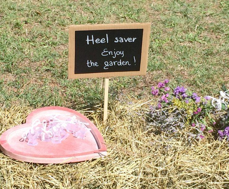 Outdoor summer wedding must-have: heel saver!