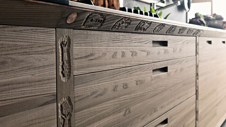 The hand-carving done in Italy for Valcucine