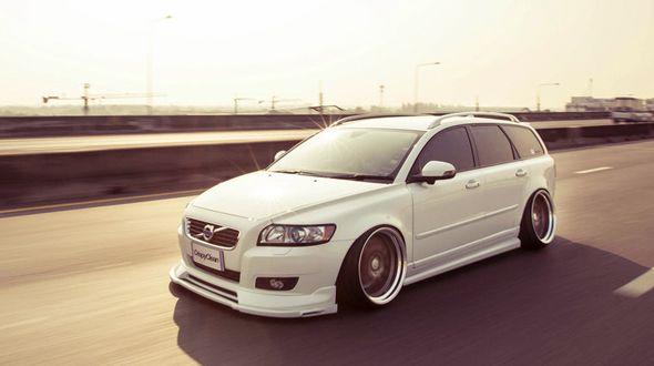 white-volvo-v50