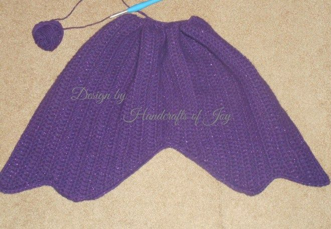 Free #crochet fin pattern for mermaid tail blanket found on Handcrafts of Joy