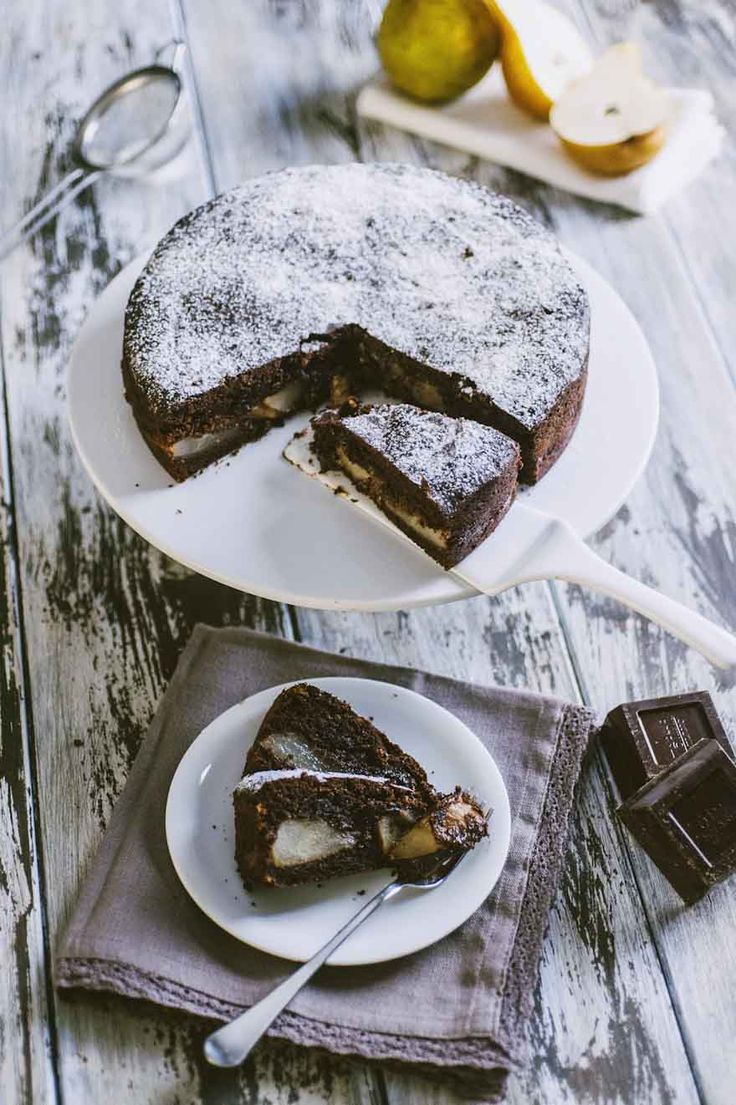 Torta pere e cioccolato: La #torta di #pere e #cioccolato è un classico intramontabile, che unisce la delicatezza di questo frutto invernale al forte cioccolato: provala!