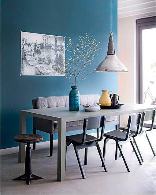 Colores invernales: comedor pintado en azul océano vía decoratrix.com