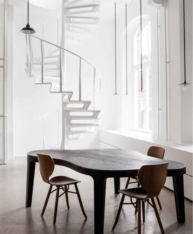 Linteloo table Isola and Tulipani chairs