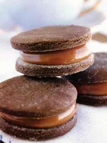 Alfajores de maicena y cacao: - CocinaChic cambiar harina y polvo de hornear por gluten free