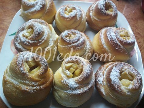Дрожжевые булочки-розочки с яблоками