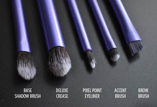 Real Techniques Starter Set. The Deluxe Crease Brush is perfect for blending concealer under the eyes.