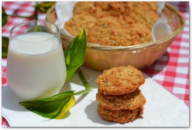 Овсяное печенье | Рецепт идеален! А как быстро его готовить, и какое вкусное и рассыпчатое оно получается! Тут приведён классический рецепт овсяного печенья, а начинку можно добавлять уже на ваше усмотрение. Итак…