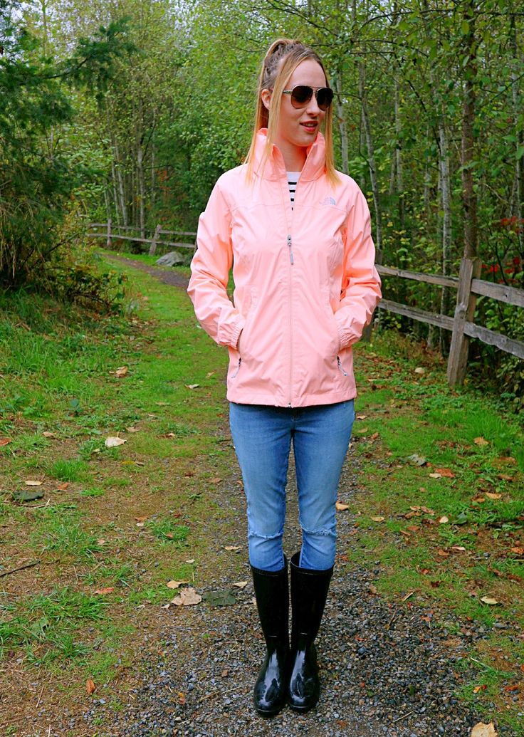 No one knows how to do rainy day prep like a Seattle girl! The North Face Waterproof Jacket with a hideaway hood is a favorite find for Fall.