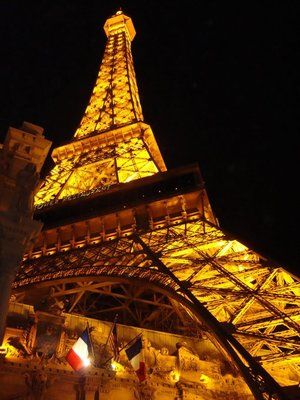 1000 Ideas About Eiffel Tower Restaurant On Pinterest Las Vegas Las Vegas