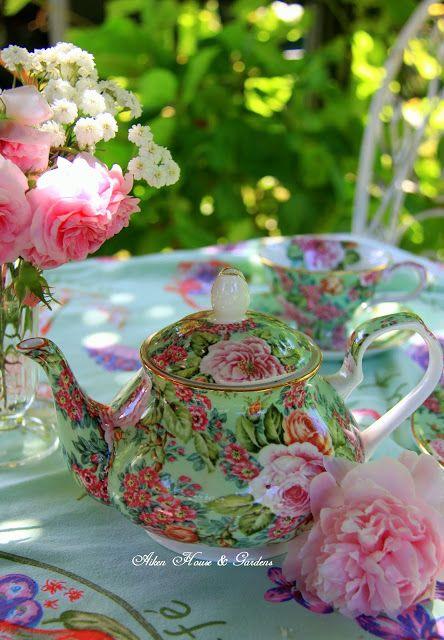 Aiken House & Gardens: Sunny Summer Day Tea (A pot of tea with a sweet bouquet.)