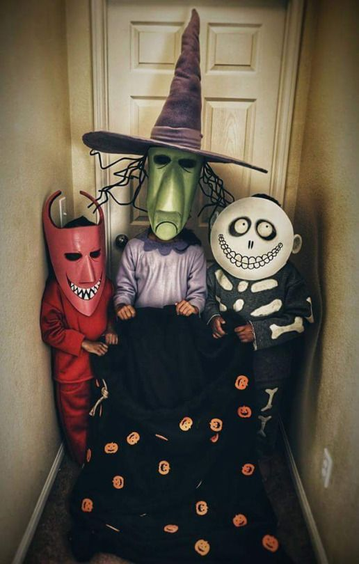Halloween Costumes! adorevil   twatalesbian  this is so perfect omg