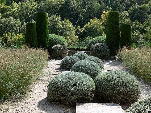 provence farms | garden of nicole de vesian bonnieux provence