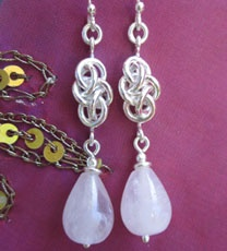 Drop shaped rosequartzes in earrings