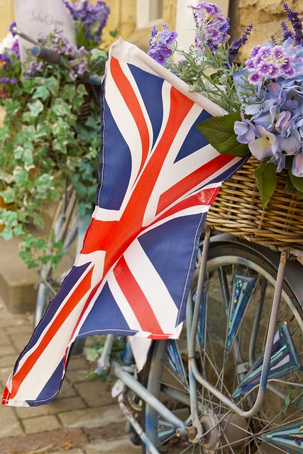 union jack and flowers in a basket wheel