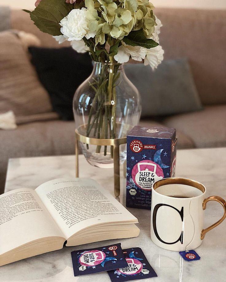 #WinterNägel – Good night ✨ sleep well & dream big 🌙 with @teekanne ☕️ ein gutes Buch und ein guter Tee gehören zu meiner Abendroutine 📖 (ganz besonders im Herbst & Winter 🍁) Der neue Sleep&Dream Tee von #teekanne organics ist zurzeit mein liebster Tee 💙⭐️ #einschlückchenbesser @teekanne_at