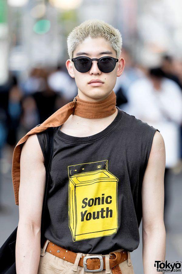 Cowok Harajuku Dengan Sonic Youth Top, Belt Choker, Levi's Pants & Valentino Loafers