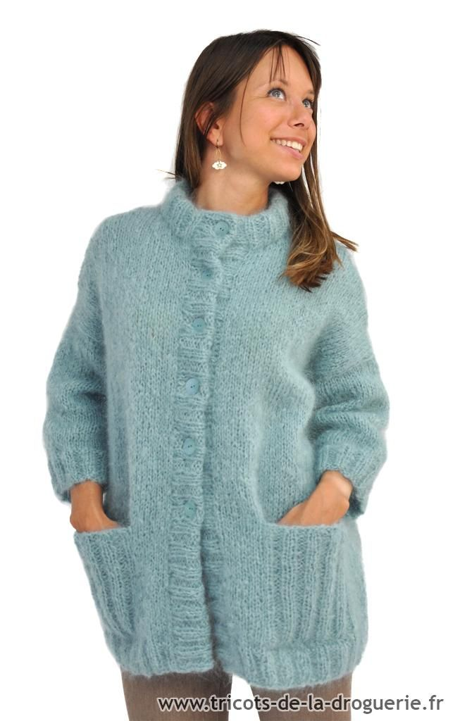 """Emmitouflée dans ma veste en """"Kid Mohair"""", je découvre le lac d'Annecy… Entre la nature, la culture et le sport j'ai envie de faire toutes les activités !! La veste manches 3/4 """"Lac d'Annecy"""" Disponible en tailles 36/38, 40/42 et 44/46. (Le mannequin mesure 1m55 et porte la taille 36/38) La veste est tricotée en …"""