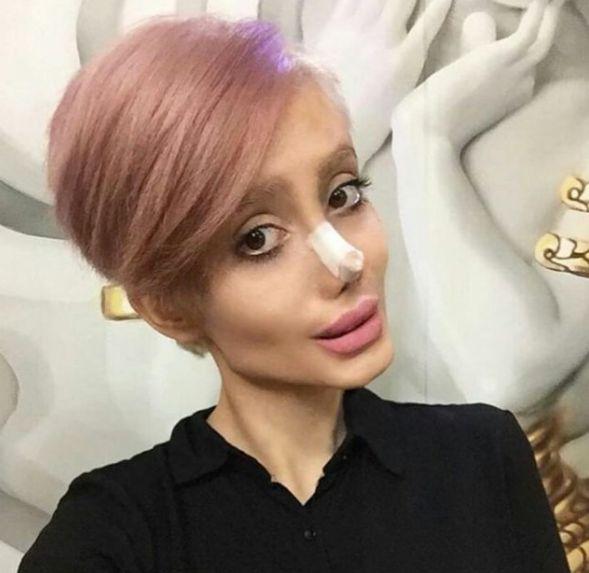 Imagen real. - <p>Lo cierto es que Sahar utiliza maquillaje para verse tan terrorífica como en algunas fotos, y aunque sí se ha sometido a algunos procedimientos quirúrgicos, al natural no luce tan terrible como la han hecho parecer en muchos sitios de internet.</p>