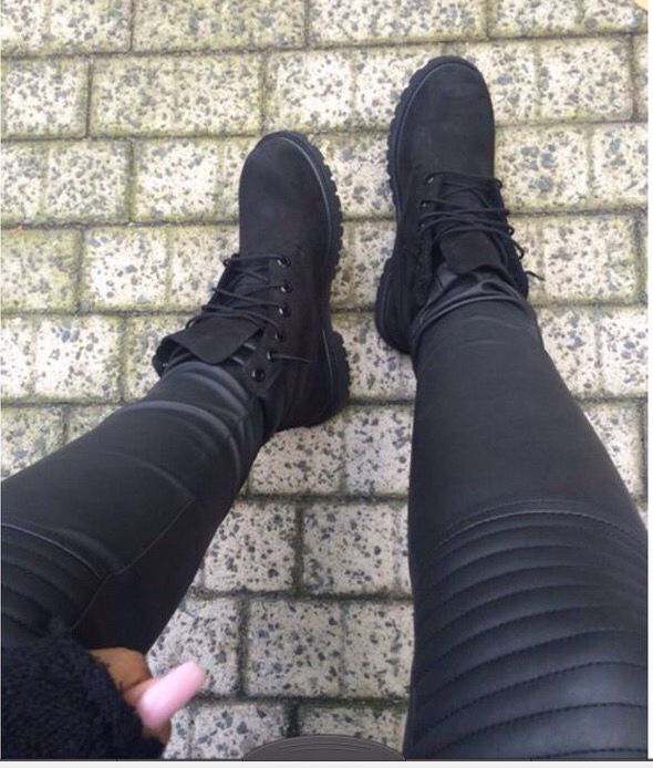 OMG I NEEED THESE BLACK TIMBERLANDS