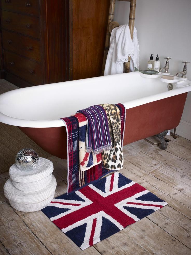 British en el baño, by Zara Home.http://www.recicoracion.com/2012/08/catalogo-zara-home-otonoinvierno-2012.html
