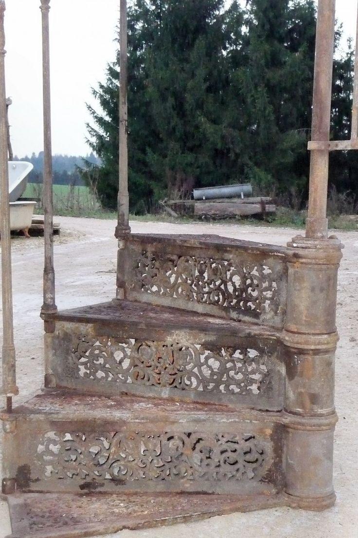 Wendeltreppe aus Gusseisen | Unternehmerverband Historische Baustoffe