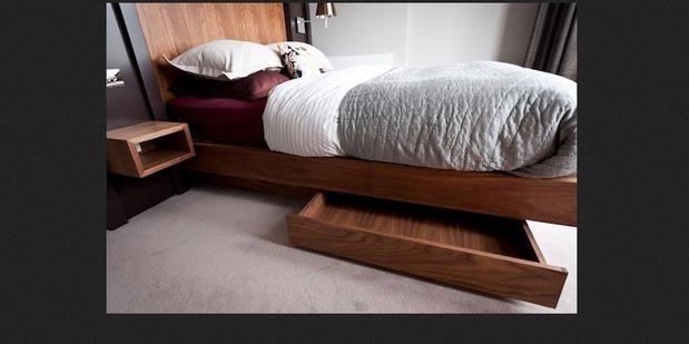 Cara Jitu Mensiasati Tempat TIdur Di Kamar Yang Kecil   18/12/2014   SolusiProperti.com - Di tengah keterbatasan ukuran ruang kamar tidur yang Anda miliki, mungkin terbersit dalam fikiran untuk memiliki tempat penyimpanan yang mampu menampung semua barang-barang koleksi ... http://news.propertidata.com/cara-jitu-mensiasati-tempat-tidur-di-kamar-yang-kecil/ #properti