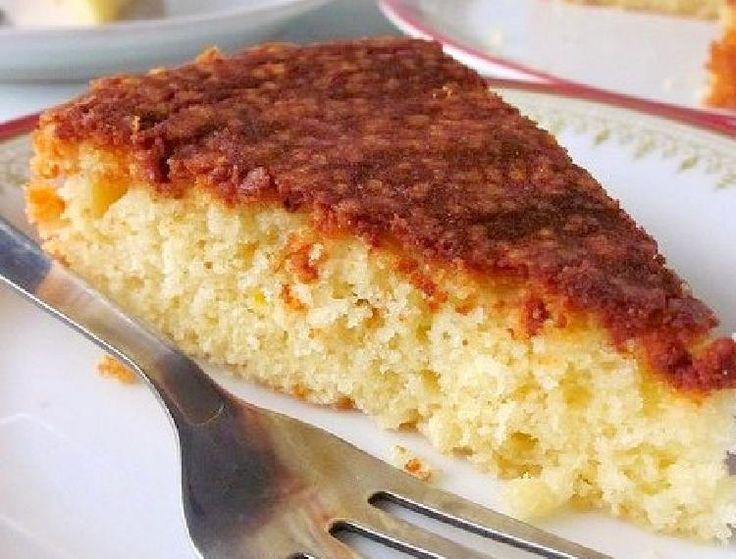 Una torta increíble con sabor a vainilla, fácil de verdad y muy esponjosa. Merece un aplauso