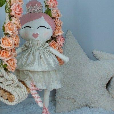 Princess Leah i nasze poduszki gwiazdy w tle. #handmade #dollmaker #zabawki…