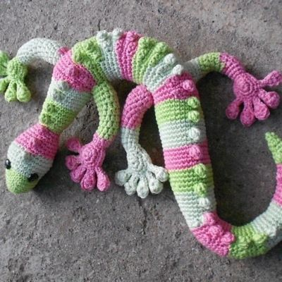 Crochet your very own Gecko with this free crochet pattern. Use fun, bright colors or go with the camouflage look.