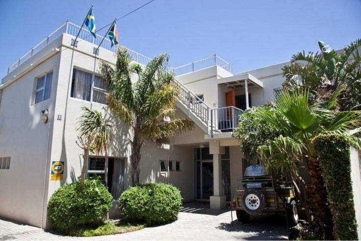LifeHouse - Hermanus is built along the shores of Walker Bay near the southern most tip of Africa. Magnificent mountains watch over the town which is home of the Southern Right whale. Nature lovers from all over the ... #weekendgetaways #hermanus #overberg #southafrica