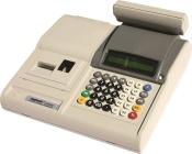 Casa de marcat fiscala cu 2 role de hartie 28 mm, acumulator Li-Pb inclus, port RS232.  Tastatura cu 20 taste direct programabile, autonomie de minim 200 bonuri emise.