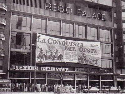 El 15 de maig de 1962 una sala de cinema nova obria portes a l'avinguda del Paral·lel (aleshores Marqués del Duero). El Regio Palace però, no era una sala més. Per les seves dimensions i amplitud era el cinema més gran de la ciutat. El projecte inicial, promogut per Pere Balañá i Lluís Coma Cros, pretenia construir-hi un gran circ, a la manera del que havia estat l'antic Teatro Circo Olympia, desaparegut als anys 1940's.