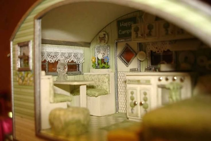dining area to double bed....Connie Sauve - Miniature Show Photos