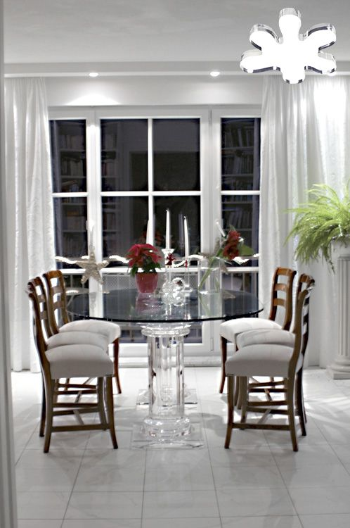 Lucite Acrylic dining table - Acrylic furniture - TAVOLI PRANZO IN PLEXIGLASS   Tavolo trasparente in plexiglass 08.mod. ROMANO     Tavolo in plexiglass cm.220 x 120 h.76 - basi ROMANO fusto diam.cm.20 - piani cm.55 x 55 sp.cm.4 - piano in vetro sp.mm.15 #lucite #design #homedecor #acrylic
