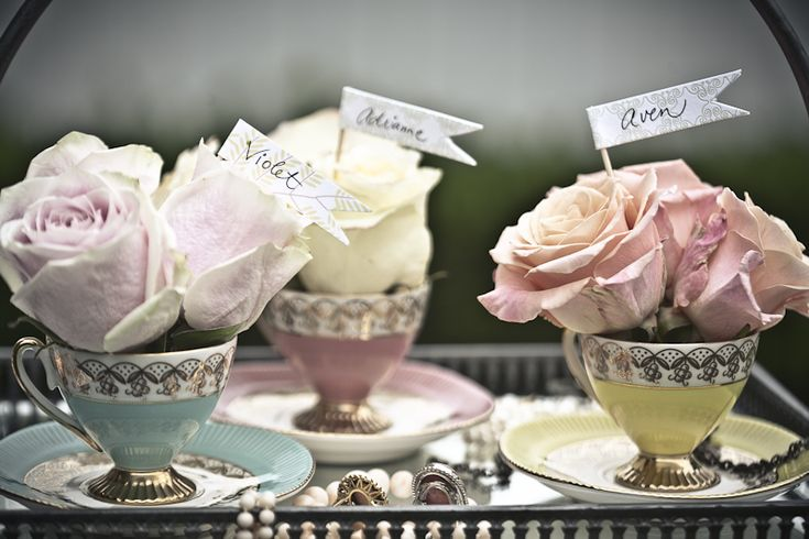 http://www.bow-occasions.co.uk/blog/wp-content/uploads/2011/01/vintage-tea-cup-centerpieces.jpg