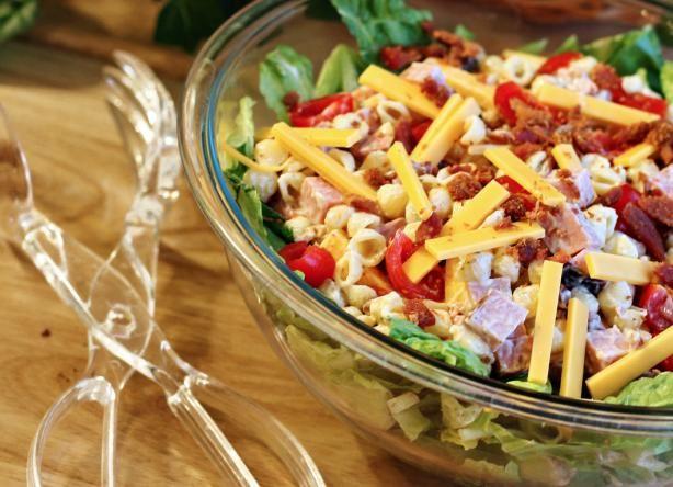 Club Pasta Salad in bowl of lettuce. Sounds tasty!Great Pasta Salad, Summer Salad Pasta, Salad For Potlucks, Food, Club Pasta, Potlucks Recipe Summer, Club Salad, Pasta Salad Recipe, Leftover Turkey Recipe