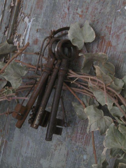*Vintage Keys