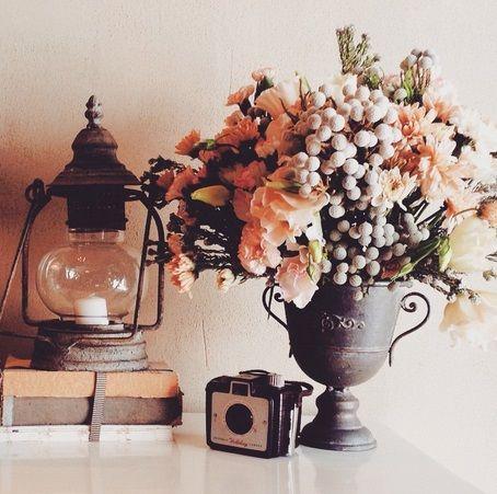 Cute idea for rustic vintage tablescape #decorhire #vintagerentals #moidecor