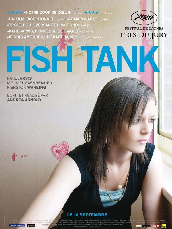 Fish Tank est un film de Andrea Arnold avec Katie Jarvis, Kierston Wareing. Synopsis : A 15 ans, Mia est une adolescente rebelle avec une unique passion : la danse hip hop. Un jour d'été, sa mère rentre à la maison avec un nouvel