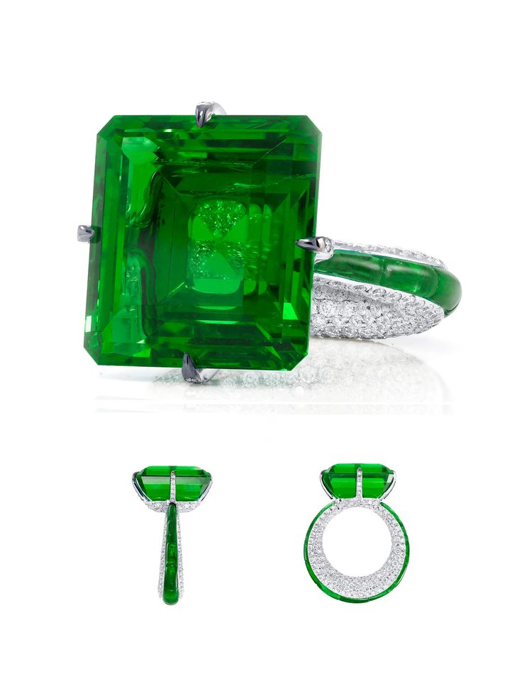 Colombian emerald weighing 23.05 carats, no oil with 11 calibrated cut Colombian emeralds (weighing 3.76 carats) and 376 brilliant cut diamonds (weighing 2.72 carats). Glenn Spiro.