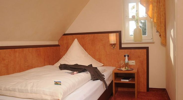 Landhotel Jäckel Halle Westfalen This 3-star Superior hotel in Halle offers free Wi-Fi, rooms with free Sky TV, and a quiet location in the Teutoburger Wald mountains. Tennis courts are located beside the hotel.