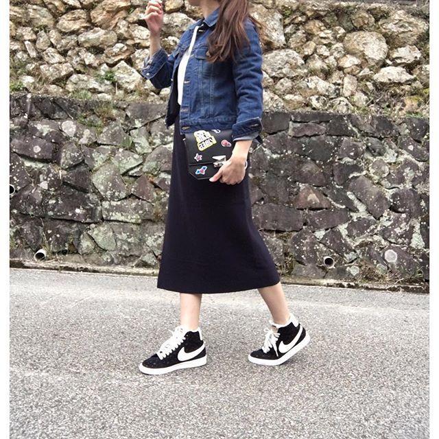 moyooonn✽ 全身バージョンです♡  前から見たらちょっとゴツいけど ハイカットは横から見たら本当可愛い✨ ✽ SALEで買ったミディスカート♡  やっぱり私はミディ丈がしっくり もしくはミニか。 私にはひざ丈は1番バランス取りづらくて 着こなせません ✽ #Gジャン ✽無印 #クルーネックニット #titivate #ニットスカート #gallardagalante  #ハイカットスニーカー  #NIKE #クラッチバッグ #ZARA ✽ 毎回コメント本当に嬉しく 拝見させてもらってます♡  が、溜まるとなかなか返せなくなります 本当にすみません 返せる分だけになりますが、、 すみません(T▽T)